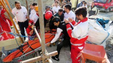 نجات کارگر در حال مرگ از حادثه سقوط در کانال فاضلاب - سایت حوادث - اخبار حوادث